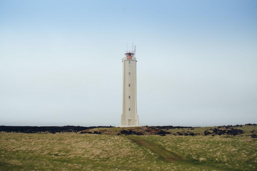 Un phare au bout du monde. Apparement cet endroit a inspiré Jules Vernes pour son livre Voyage au Centre de la Terre.